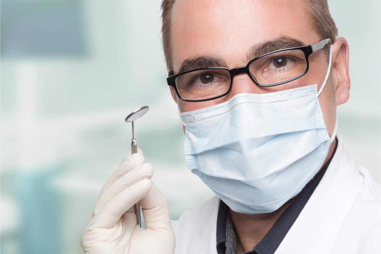 The dentist uses the dental mirror to check the patient's teeth.